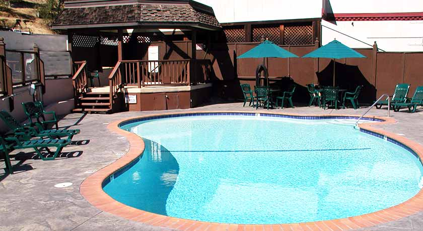 Sonora CA hotel - INNS of California - outdoor pool